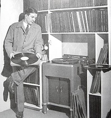 http://viktor-a-shapkin.narod.ru/olderfiles/10/70-A_conductor_composer_Raymond_Sc-75364.jpg